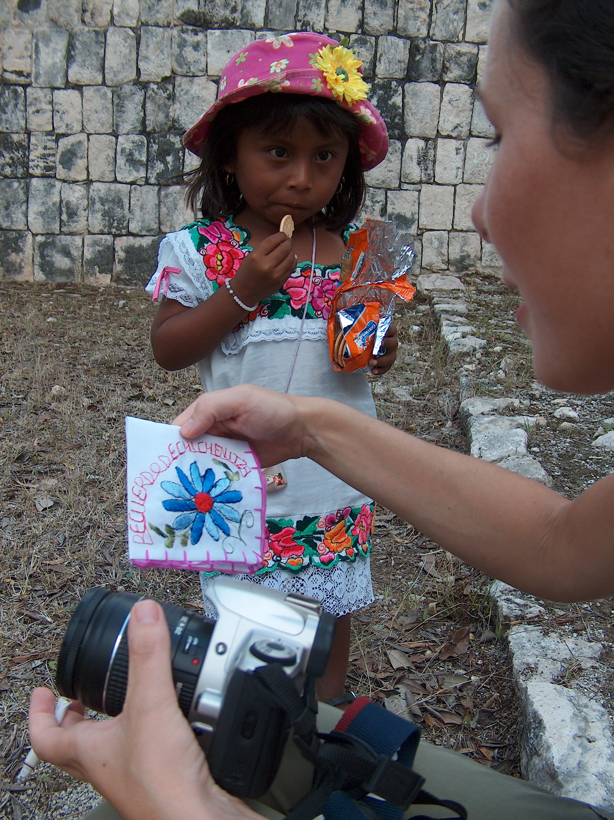 Jen and a Maya girl selling handkerchiefs at Chichen (OSEA 2005) at Yaxuna Dzonot